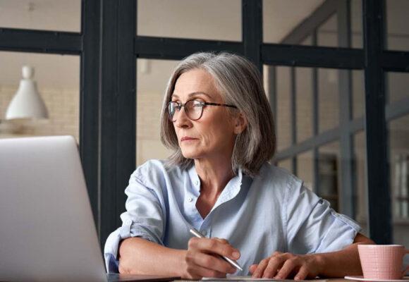 Franquia de seguros investe em emprego para terceira idade