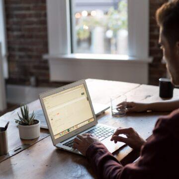 Modelo híbrido é alternativa ao home office? Pela legislação não é bem assim