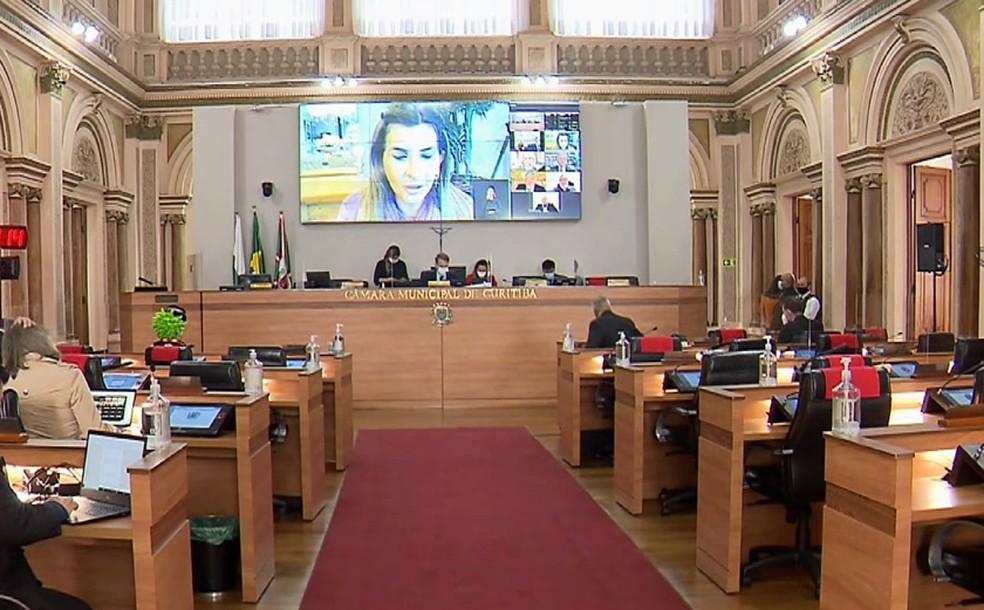 Câmara de Curitiba aprova lei contra importunação sexual em bares e restaurantes